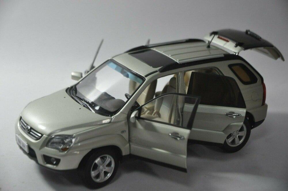 1:18 Kia Sportage R Die Cast Model Silver RARE