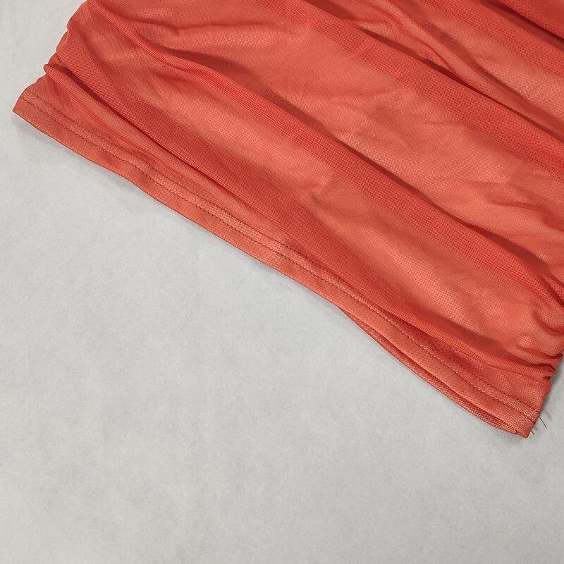 Robe mi-longue rouge en maille unie, épaules dénudées, manches longues, dos nu