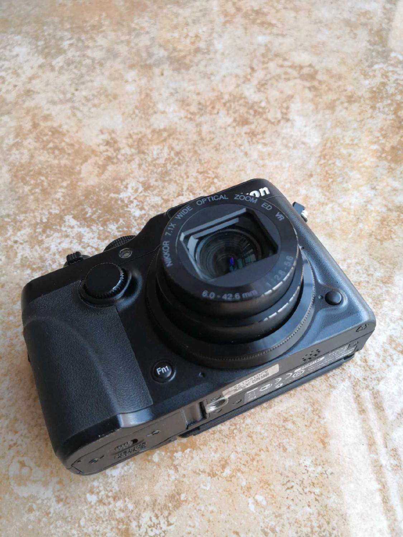 Б/у Nikon COOLPIX P7100 10,1 мегапикселя; цифровая камера с 7.1x Оптический зум-объектив NIKKOR ED Стекло объектив и 3-дюймовая пленка Vari-угол ЖК-дисплей