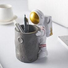 Creative Astronaut Desk Organizer Storage Accessories Makeup Brush Stand for Pens Pencil Pot Marker Pen Holder Desktop Ornaments