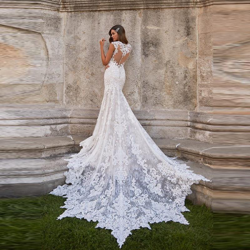 Wholesale Elegant Lace Mermaid Sleeveless Bridal Wedding Gowns V Neckline Illusion Back Wedding Dresses for Bride Appliqued