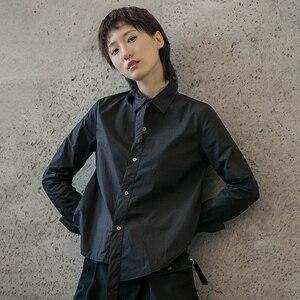 Image 4 - [EAM] 여성 블랙 화이트 불규칙한 분할 공동 블라우스 새로운 옷깃 긴 소매 느슨한 맞는 셔츠 패션 조수 봄 가을 2020 1B205