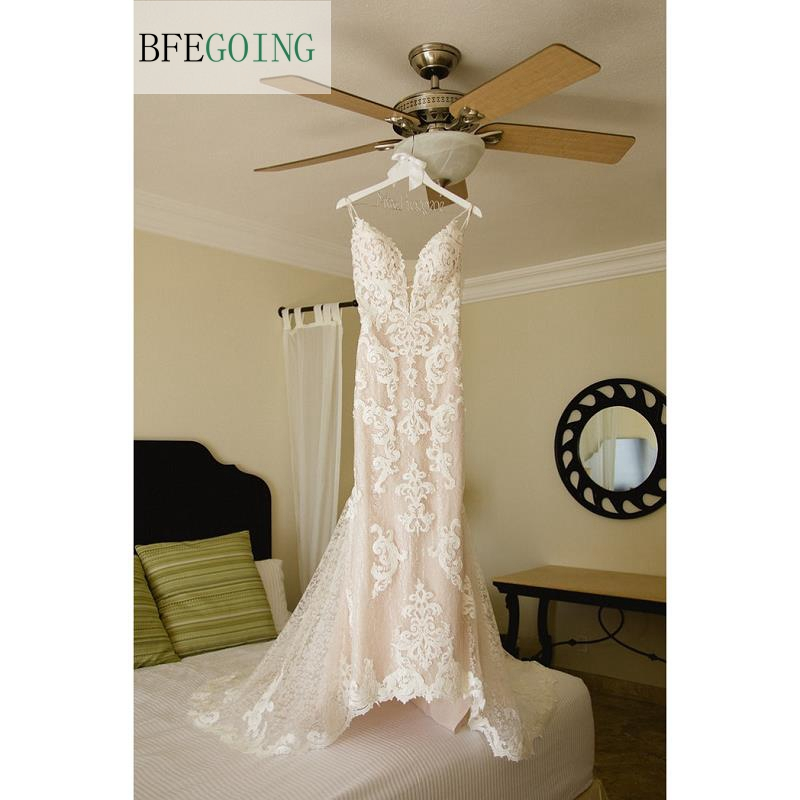 Lace Appliques Tulle V-Neck Spaghetti Straps Floor-Length Mermaid / Trumpet Wedding Dress Chapel Train Custom Made