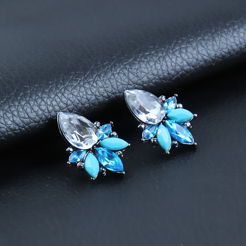 Women's Fashion Earrings Gorgeous New Arrival Brand Sweet Metal With Gems Stud Acrylic Earring For Women Girls