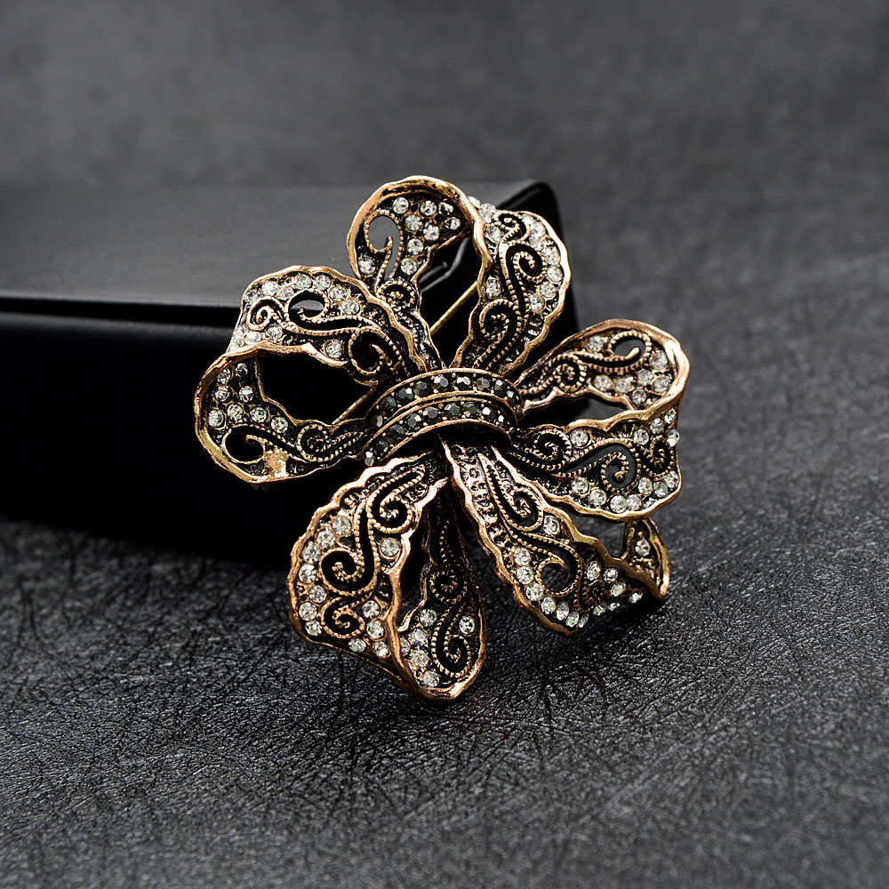 CINDY XIANG Rhinestone Bow Brooches For Women Vintage Fashion Bowknot Brooch Pin Retro Pattern Hollow-out Jewelry Good Gift 5