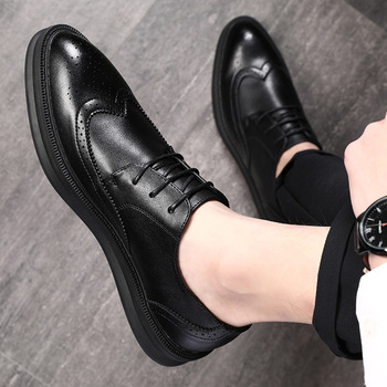 high quality mens luxury fashion wedding party wear carved bullock cow leather shoes black brown point toe brogue shoe zapatos