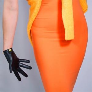 Image 5 - Schapenvacht Handschoenen vrouwen Leer Rood Mid lengte Dunne Fluwelen Voering Warm Handschoenen Gouden Ketting TB61