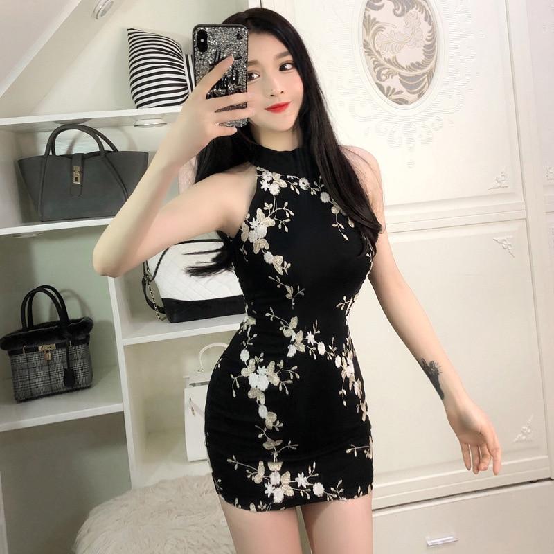 2020 Chinese Party Dress Sexy Cheongsam Modern Sleeveless Qipao Floral Print Halter V Neck Backless Cheongsam Vestidos