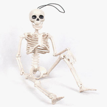 цена на Halloween Skeleton prop Skeleton Horror Hanging Movable Skull Skeleton Bone Model Props Party Scary Scene Halloween Decoration