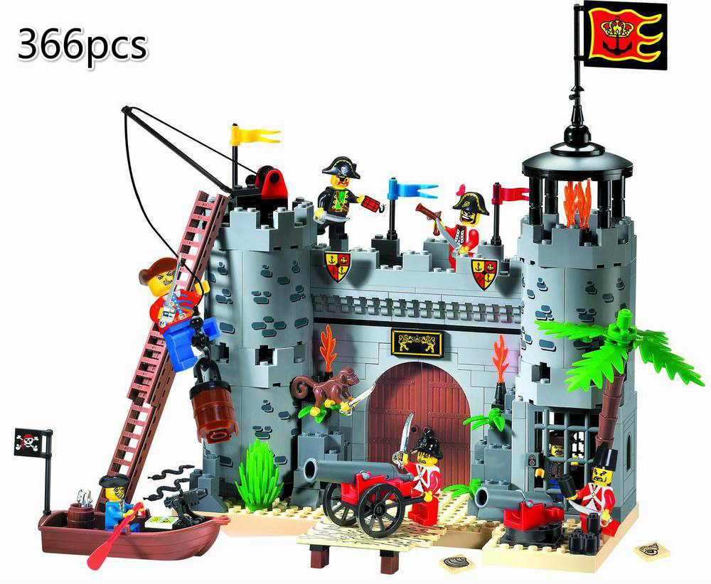 366pcs Compatible Lepining City Enlighten Building Block Pirates And Royal Guards Battle Castle