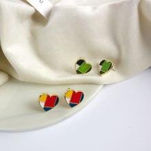 Женские серьги гвоздики в форме сердца с иглами