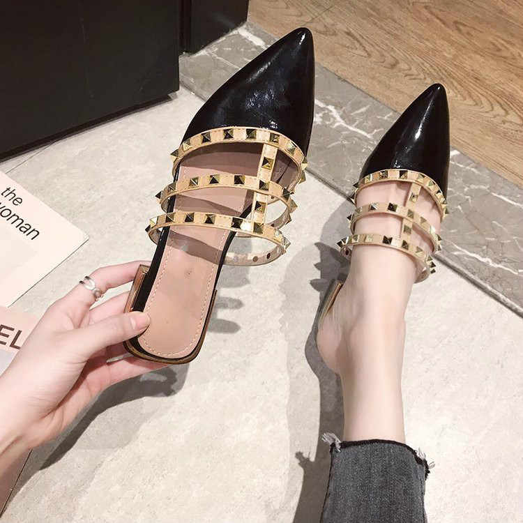 Zapatos Nude zapatillas planas de mujer Slip on mulas marca charol de moda de lujo remache de correa en T mocasines gruesos al aire libre