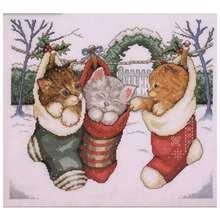 Рождественские носки с узорами в виде кошек вышивка крестиком