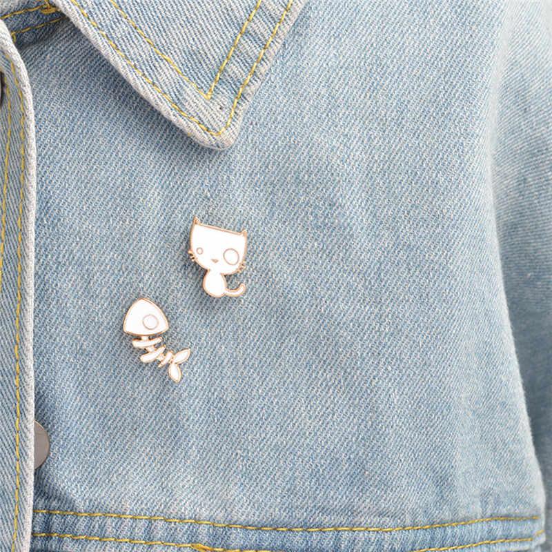 Putih Lucu Anak Kucing Hewan Bros Jaket Ransel Kemeja Kerah Tombol Pin Gift2Pcs/Set Enamel Kucing Ikan Tulang Pin ikon Paduan