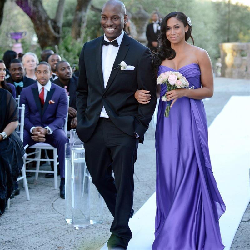Robes de demoiselle d'honneur pourpre hors de l'épaule décolleté chérie drapée robe de longueur de plancher pour les robes de mariée