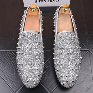 Image 4 - Zapatos de diseño italiano para hombre, banquete de baile de graduación, estampado de remaches, plataforma plana, estilo hip hop