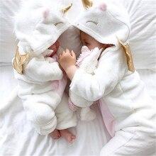 Новинка года; сезон осень-зима; Одежда для новорожденных девочек; милый фланелевый комбинезон на молнии с длинными рукавами и объемным единорогом; комбинезон одежды снаряжение