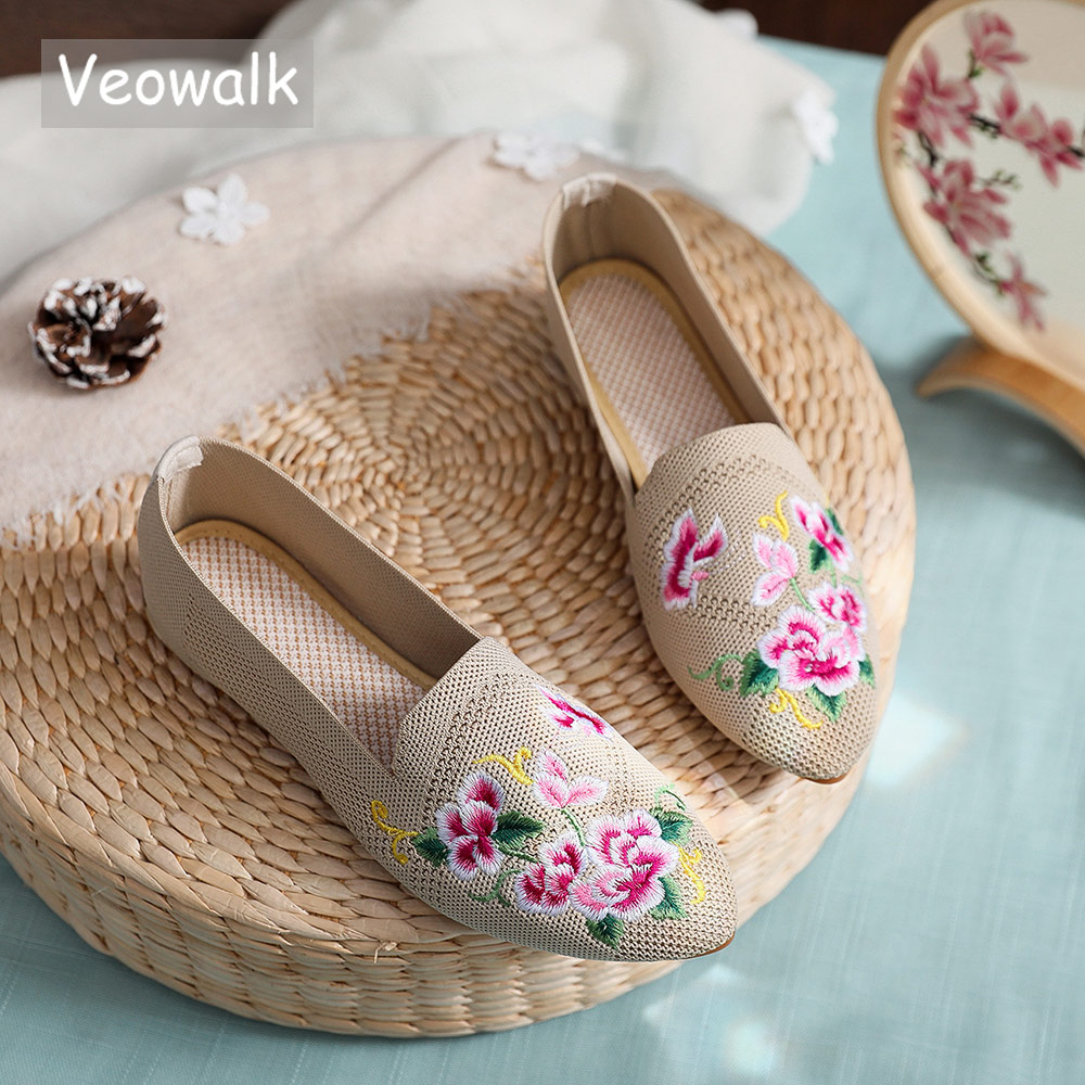 Veowalk Breathable Cotton Fabric Women Pointed Toe Flat Shoes Floral Embroidered Ladies Casual Walking Shoes Retro LoafersWomens Flats   -