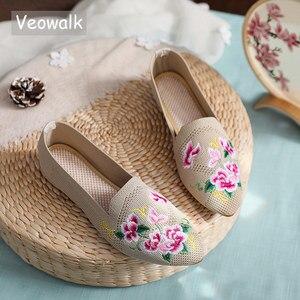 Image 1 - Veowalk oddychająca tkanina bawełniana kobiety Pointed Toe płaskie buty haftowane kwiatowe wzory damskie buty do chodzenia na co dzień Retro mokasyny