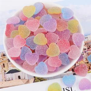 Caramelos de resina con forma de corazón de gelatina de simulación de 100 Uds., accesorios DIY para protectores de decoración de teléfono (Color mezclado colorido)