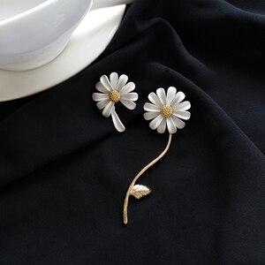 Bohemia Asymmetry white Daisy Big Earrings Hyperbole Retro Geometric metal leaves Flowers Stud Earrings for Women party Jewelry