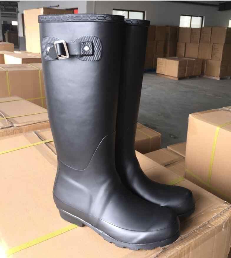 Avrupa yeni Vogue yüksek yağmur çizmeleri lastik çizmeler Galoshoes Overboot su geçirmez su ayakkabısı ile çorap Antiskid mat renk siyah