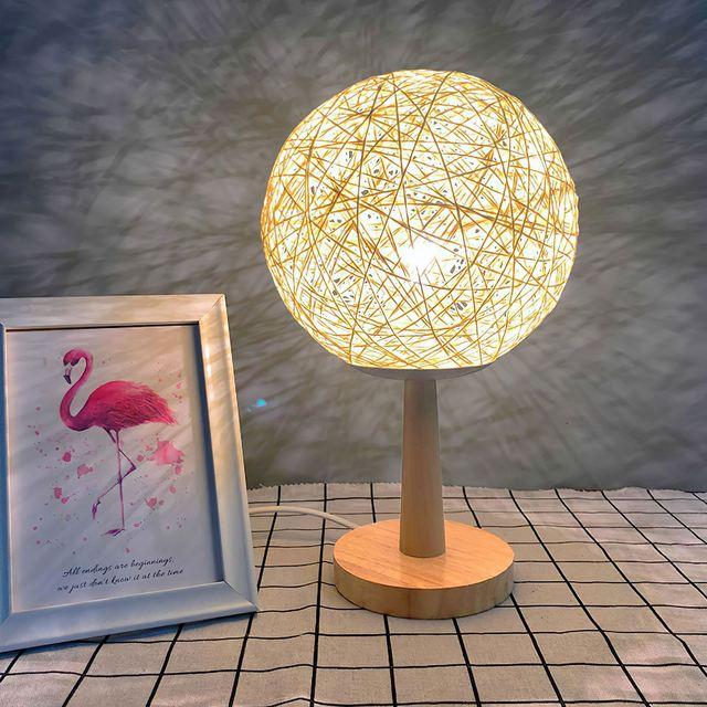 Lampka nocna drewno Rattan noc jasne drewno kula ratanowa lampa stołowa drewniana podstawa biurko dekoracyjna lampa do salonu sypialnia tanie i dobre opinie LemonBest CN (pochodzenie)