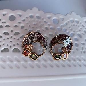Image 2 - Goud/Zwart 2 Tone Stud Oorbellen Gat Ontwerp Vintage Sieraden Groene Rode Kristal Sieraden Nieuwste 2020 Oorbel Voor Vrouwen