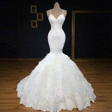 Exquise bretelles Spaghetti lourde perlée dentelle florale longueur de plancher robe de mariée sirène agrémentée de plumes