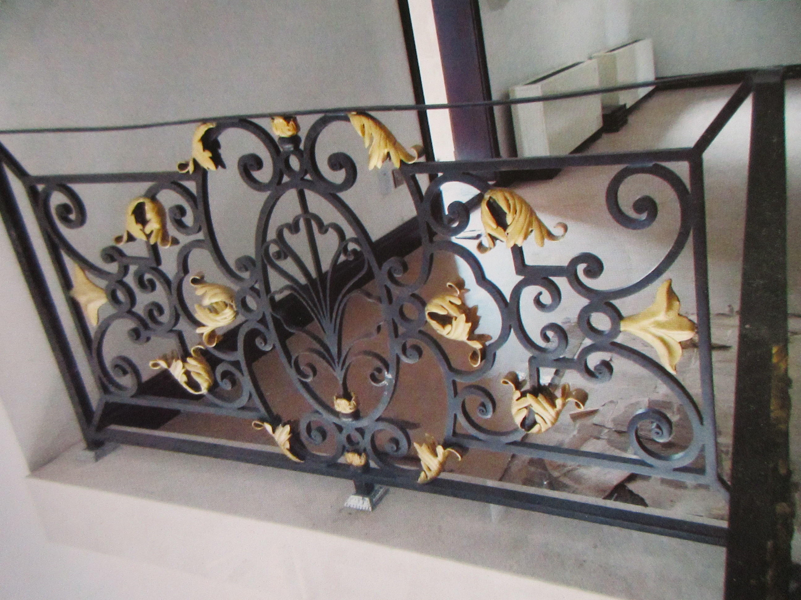 Hench Shanghai Factory Design Wrought Iron Hand Railing For Stair