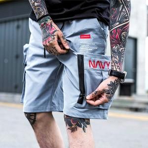 Image 2 - Mężczyźni Hip Hop krótkie biegaczy Streetwear 2019 Harajuku szorty cargo na zamek błyskawiczny z kieszeniami lato czarny Tatical wojskowy Baggy krótki Hipster