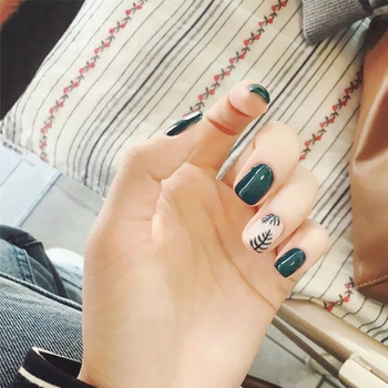 24 sztuk/zestaw śliczne liść wzór sztuczne paznokcie wstępnie projekt krótki mieszane biały zielony pełna pokrywa sztuczny paznokieć Art porady Faux Ongles