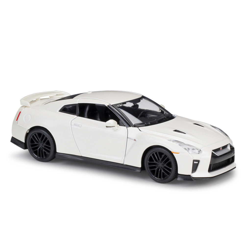 2017 <font><b>Nissan</b></font> GTR 1/24 Alloy <font><b>Diecast</b></font> Racing Model <font><b>Cars</b></font> Decorations Static Simulation Mini <font><b>Car</b></font> Collection Toys Miniature Metal <font><b>Cars</b></font> image