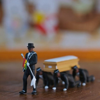 Ghana Dancing pallbearer Black man carrying coffin Action Figure Toys professional team coffin Dance Decoration Toy