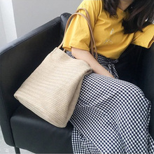 Bag female 2019 new Korean version of the shoulder bag solid color sweet grass woven bucket bag ins summer casual mobile handbag цена в Москве и Питере