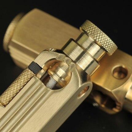 Фото ретро ручной тренч латунная бензиновая зажигалка винтажный кремневый