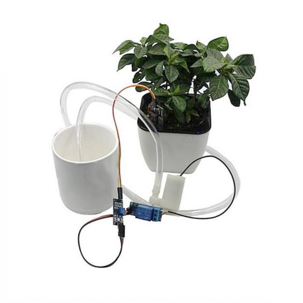 Система полива почвы с датчиком влажности и насосом