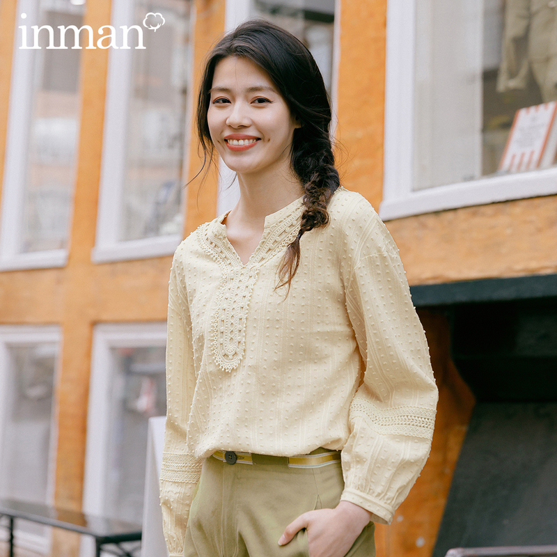 INMAN 2020 Spring New Arrival Literary Pure Cotton Round Collar V-neck Splicing Lace Jacquard Retro Blouse
