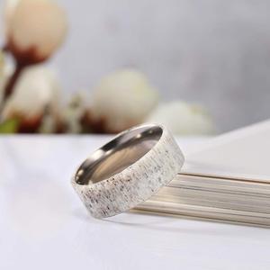 Image 3 - Tigrade 2019 חדש טבעי צבי קרן צבי טיטניום טבעת גברים נשים חתונת אירוסין בנד מיוחד עיצוב שיש אצבע anillo hombre