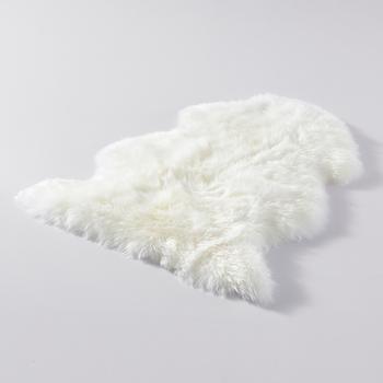 1P dywan z naturalnej owczej skóry prawdziwy dywanik wełniany biały sypialnia wykładziny i dywany owcza skóra na fotel lub łóżko sofa gruby koc z wełny dla dziecka tanie i dobre opinie HUAHOO Europejski i amerykański styl Ręcznie rzeźbione Owalne Domu Hotel Dekoracyjne Kilim Pranie ręczne single pelt