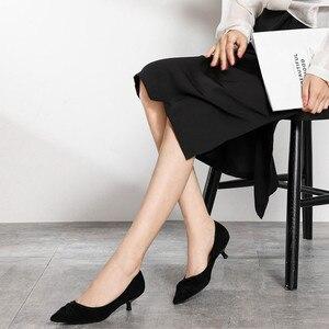 Image 2 - 2020 الأحمر الزفاف أحذية صغيرة رقيقة عالية الكعب أحذية امرأة 3.5 سنتيمتر أشار تو مطوي أنيقة الصلبة قطيع مثير عادية الانزلاق على مضخات