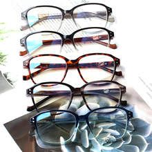 Newly listed beautiful and fresh anti-blue reading glasses with spring hinges, comfortable to wear, unisex,wear-resistant
