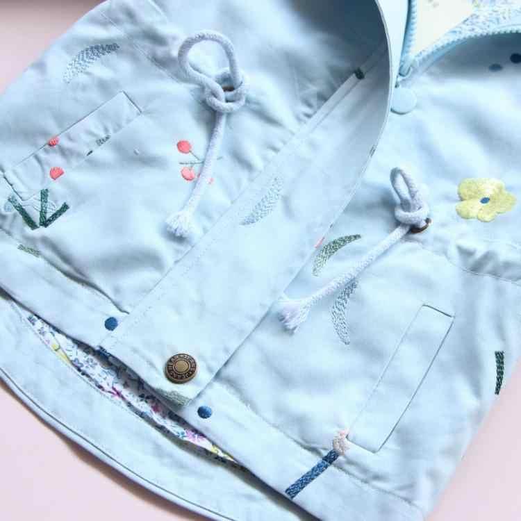 2018 חדש אביב סתיו בנות מעיל רוח מעיל תינוק ילדים פרח רקמת סלעית להאריך ימים יותר תינוק ילדי מעילי מעיל בגדים