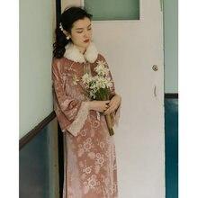 Зимнее женское платье с винтажным меховым воротником и вышивкой