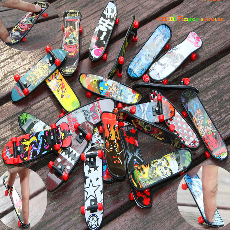 4pcs/set Random Colored Creative Cartoon Small Plastic Finger Skateboards Kids Adult Educational Toys Birthday Gifts
