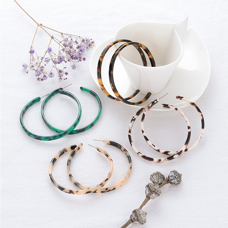 2020 New Fashion Acrylic Leopard Hoop Earrings Women Bohemian Big Round Tortoiseshell Earrings Female Elegant Wedding Jewelry