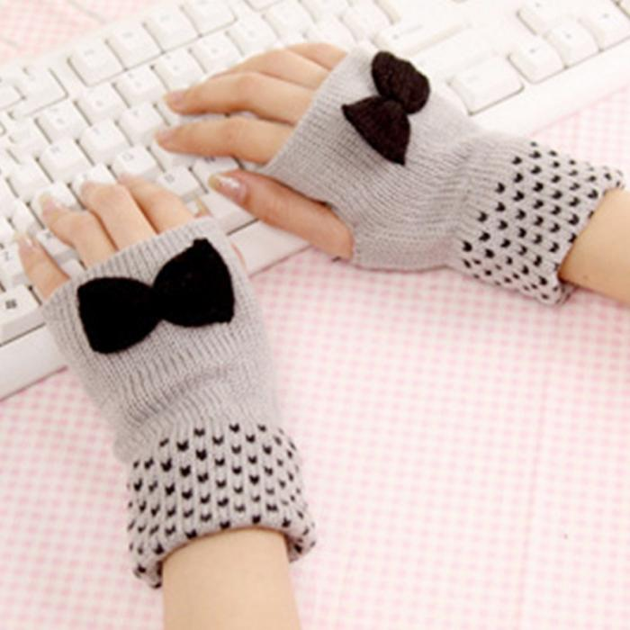 2017 New Fashion Winter Women Half Covered Soft Mittens Warmer Knitted Bowknot Fingerless Gloves Wrist Mittens Female Gloves Hot