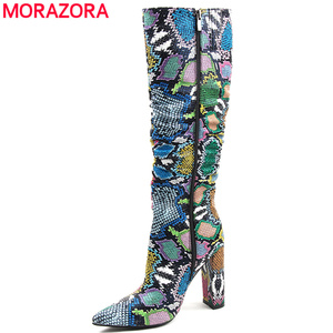 Image 1 - MORAZORA حجم كبير 36 41 الأوروبية النساء الأحذية ثعبان الجلود الاصطناعية عالية الكعب حذاء برقبة للركبة سستة السيدات الأحذية الإناث