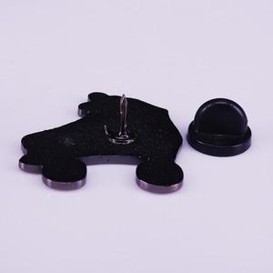 Эмалированная брошь в стиле ретро для роликовых коньков