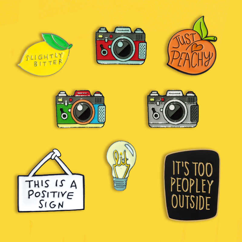 Fruit Citroen Perzik Metalen Emaille Broche Fashion Retro Camera Lamp Badge Pin Fun Trendy Buiten Kleding Rugzak Sieraden Gift